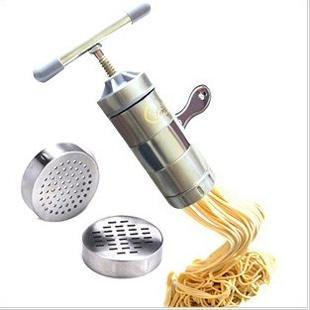 Wide noodle pasta makers for the Sandwich Generation