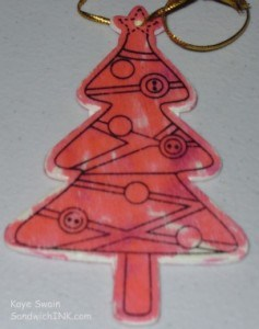 Coloring wooden Christmas Tree ornaments are fun activities for grandparents and grandchildren of all ages as these make easy crafts for kids and seniors