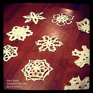 Fun and easy snowflake crafts for grand kids and seniors to enjoy