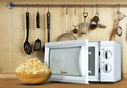 caregiving tip senior-parents-love-popcorn-cooked-via-easy-control-microwaves