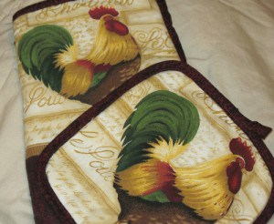 I love cute French Country rooster potholders to add some pizzaz to my kitchen decor