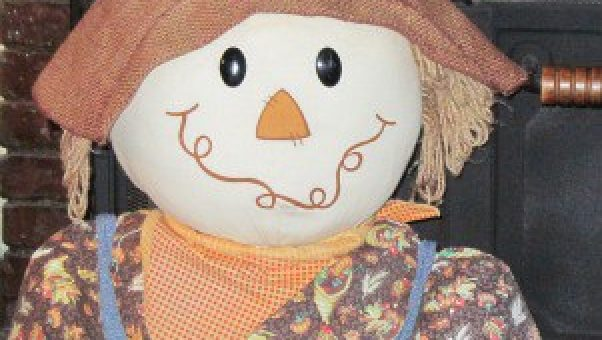 Scarecrows are great fall decorating ideas