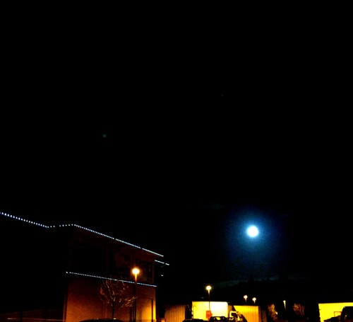 Kaye Swain blogger REALTOR in Sacramento area sharing weekend full of encouragement words and sights like this Moon at Bayside Granite Bay Roseville Sacramento area of CA